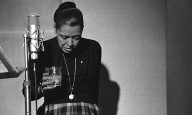 После тридцати лет у Холидей начались хронические проблемы со здоровьем. Её несколько раз арестовывали за хранение и употребление наркотиков, она много пила, что негативно сказывалось на голосе, который стремительно терял былую гибкость. Последние годы её жизни были омрачены пристрастием к наркотикам и тем, что она находилась под надзором полиции. Билли Холидей умерла в Нью-Йорке 17 июля 1959 года в возрасте 44 лет.