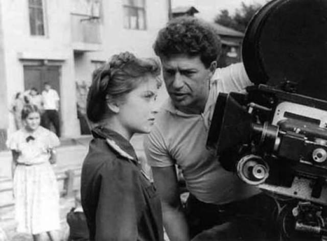"""Яков Сегель и Жанна Болотова на съемках картины """"Дом, в котором я живу"""", 1956 год."""