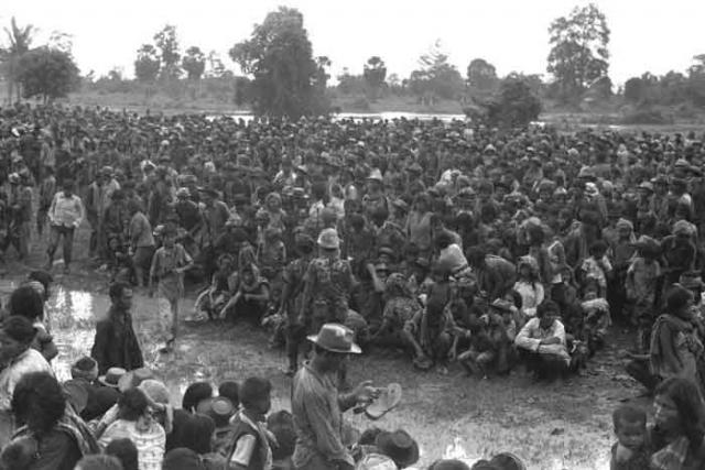 Места в Камбодже, где было убито и захоронено большое число людей, называются полями смерти. По различным оценкам, тогда погибло от полутора до трех миллионов человек при общем населении в семь млн.