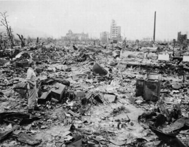 По официальным японским данным по состоянию на конец марта 2009 года в живых числятся свыше 235 тысяч людей, пострадавших от воздействия атомных бомбардировок Хиросимы и Нагасаки.
