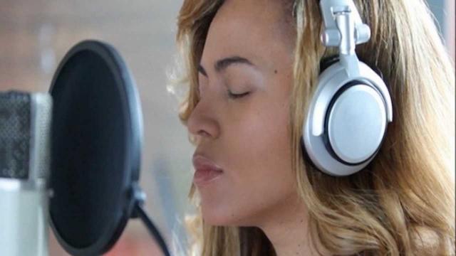 """""""Я пришла в студию и написала самую грустную песню из тех, которые когда-либо создавала. И это была первая песня в альбоме. И это была лучшая терапия для меня, потому что в моей жизни не было печальнее события,"""" - вспоминала она позже."""