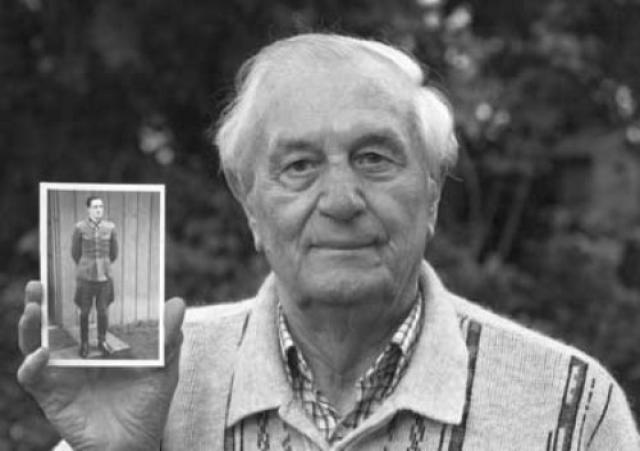 """А совсем недавно бывший телохранитель Адольфа Гитлера Рохус Миш в своей книге """"Последний свидетель Гитлера"""" рассказал о самоубийстве фюрера. Он был в соседней комнате, когда Гитлер застрелился вместе со своей женой, и первым увидел тела пары."""