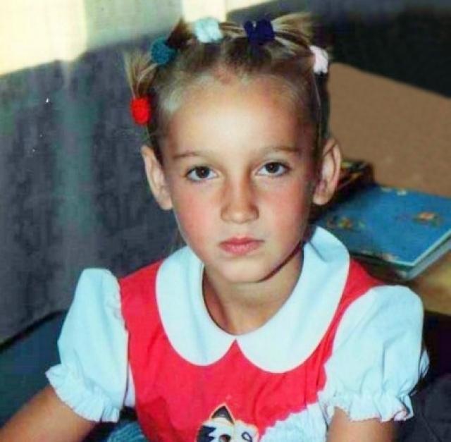 Ольга Игоревна Бузова родилась в Ленинграде (ныне – Санкт-Петербурге) 20 января 1986 года в семье служащих. Мама в детстве называла Олю бриллиантиком, что, наверняка, повлияло на самооценку девушки.