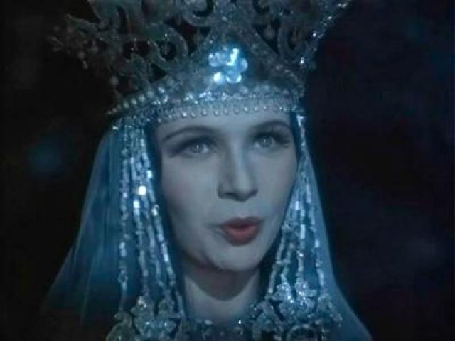"""Нинель Мышкова. В кино у актрисы довольно долго не было заметных ролей: за десять лет она сыграла лишь в нескольких фильмах. Одна из них - роль Ильмень-царевны в фильме Александра Птушко """"Садко""""."""