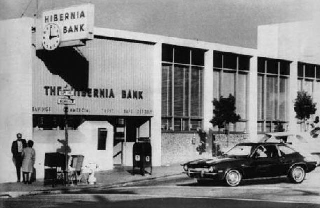 """15 апреля 1974 года в составе боевой группы С. А. О. «Таня» приняла участие в ограблении банка """"Хиберния"""" в Сан-Франциско. Позднее была вовлечена в ограбление банка в городке Кэрмичел (Калифорния)."""