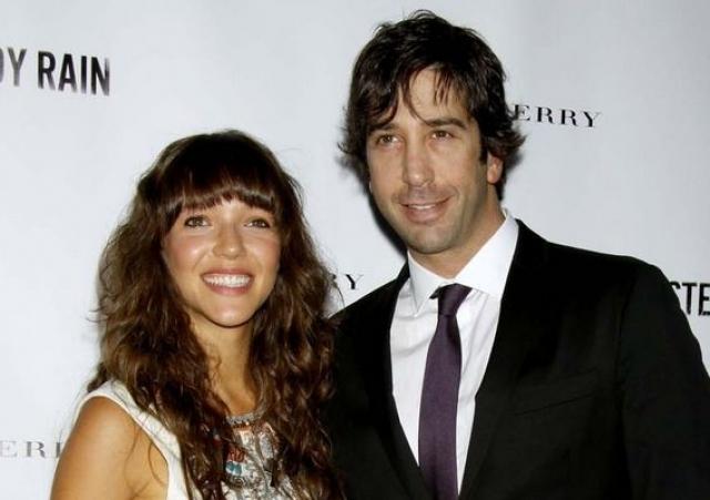"""Дэвид Швиммер. Звезда сериала """"Друзья"""" влюбился в обычную официантку из ночного клуба – Зоуи Бакман, на которой женился в 2011 году."""