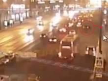 В багажнике автомобиля, влетевшего в остановку в Москве, обнаружен труп