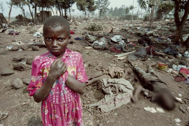11 апреля Международный Комитет Красного Креста сообщил что погибли уже десятки тысяч руандийцев. В то же день совершено убийство 2000 тутси в Школе технических служащих Дон Боско (Кигали) после эвакуации бельгийских миротворцев.