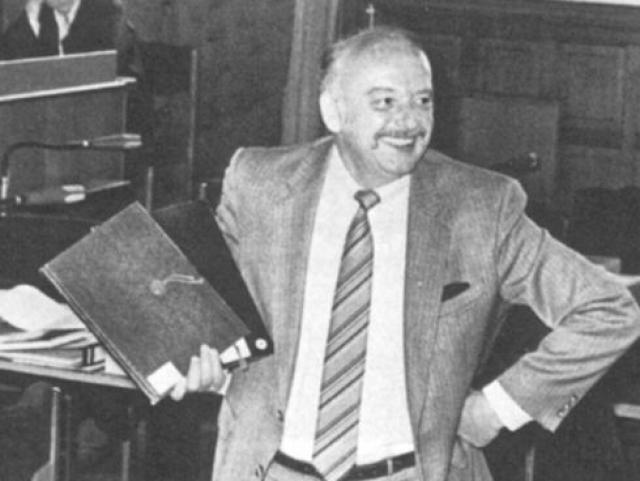 Куяу держал в Штутгарте магазин, торговавший фашистской символикой. Герд Хайдеман два года убеждал начальство заплатить за дневники 9 млн марок ($3,7 млн.). В итоге журнал доверился Хайдеману, 32 года в нем проработавшему. За свою роль в сделке репортер получил 1,5 миллиона марок.