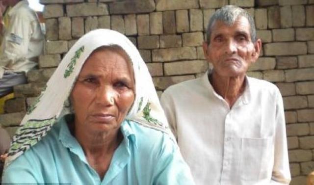 Что касается матерей, родивших детей после искусственного оплодотворения, то здесь рекорд поставила 70-летняя индианка Омкари Панвар , которая в 2008 году родила путем кесарева сечения близнецов (мальчика и девочку), каждый из которых весил по 2 кг.