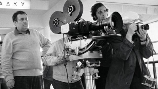 А Мягкова взяли практически случайно - работа встала, а киношное начальство требовало от режиссера список актеров для утверждения...