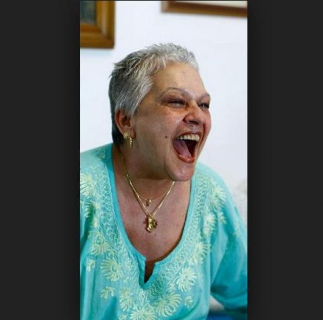 В 2012 году она скончалась от рака, в возрасте 59 лет. И, судя по всему, не унывала и не сдавалась до последнего.