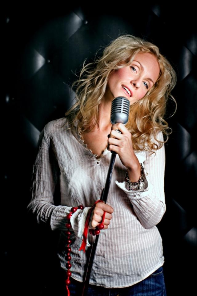 Кроме этого Екатерина сама пишет песни, создала музыкальную группу BlondRock, записала музыкальный альбом, добивается славы как вокалистка.