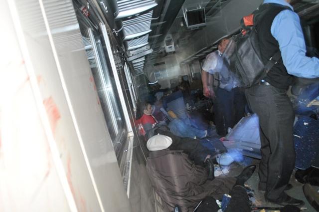 """Согласно официальной версии, крушение явилось результатом теракта. Лидер """"Кавказского эмирата"""" Доку Умаров взял на себя ответственность за подрыв """"Невского экспресса""""."""