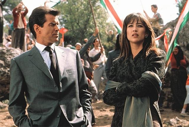 """В """"И целого мира мало"""" (World is not enough) в 1999 году с Броснаном снимаются Софи Марсо ..."""