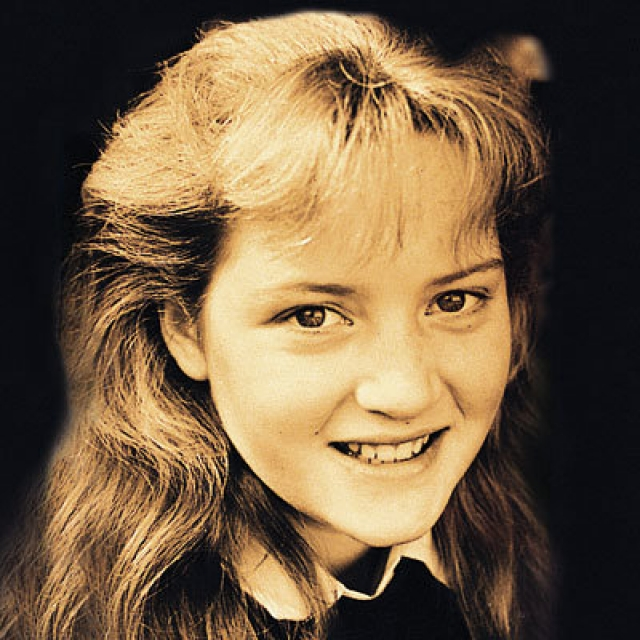 Кейт Уинслет. Рано почувствовав интерес к сцене, актриса в возрасте одиннадцати лет начала изучать основы актерского мастерства в школе Redroofs Theatre School и проучилась там до семнадцатилетнего возраста.