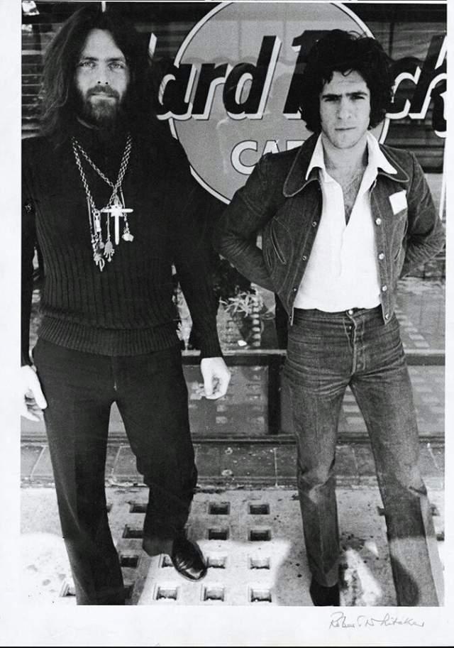 Им показалось забавным совпадение, ведь альбом тоже записывался в жанре хард-рок, потому они сделали там несколько фото, котторые попали на обложку альбома. Спустя год им позвонили Мортон и Тигретт с просьбой разрешить им открыть заведение с этим названием. Отсюда и берет начало история огромной сети свободных кафе Hard Rock Cafe.
