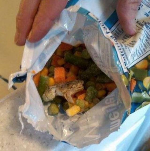 В 2010 году Тим Хоффман и ее жена нашли лягушку в мешке с замороженными овощами, которые они купили в местном магазине.