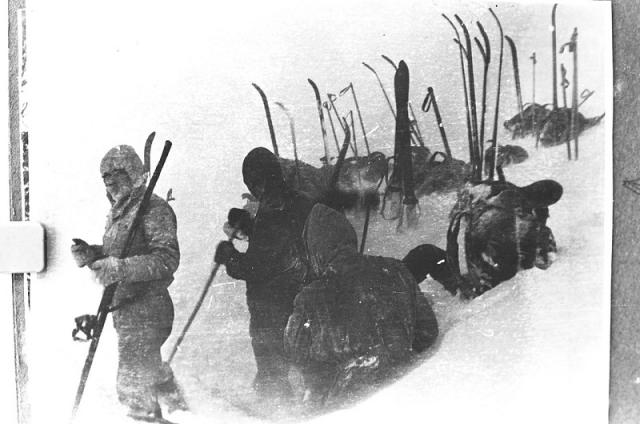 12 февраля группа должна была появиться в конечной точки маршрута - поселке Вижай, и телеграфировать в институтский спортклуб, а 15 февраля вернуться в домой. Но от лыжников не было никаких известий. Начались поиски.