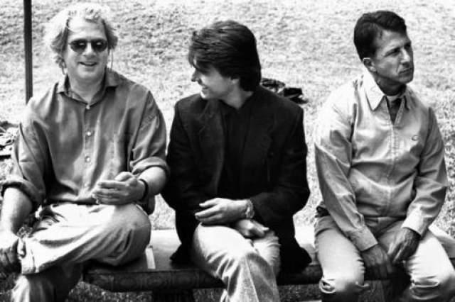 """Барри Левинсон, Том Круз и Дастин Хоффман на съемках """"Человека дождя""""."""