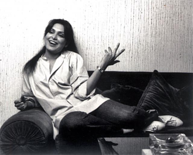 В 1984 Баби даже пришлось уехать в Лондон и пройти курс лечения от шизофрении. Позже Парвин прилетела в Нью-Йорк в Международный аэропорт имени Джона Кеннеди. На предложение предъявить документы актриса начала бросаться в сотрудников сумками, разбила турникет, сопровождая все отборной бранью.