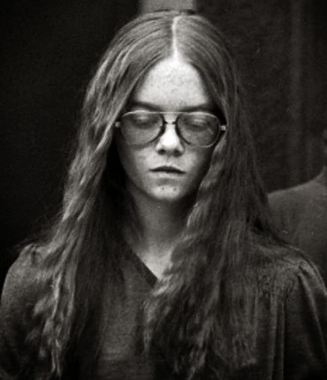 Понедельники. 29 января 1979 года, 16-летняя Бренда Энн Спенсер из Сан-Диего в Калифорнии взяла винтовку 22 калибра, которую ей подарил отец на Рождество, и из окна открыла огонь по Кливлендской начальной школе, расположенной через дорогу от дома.