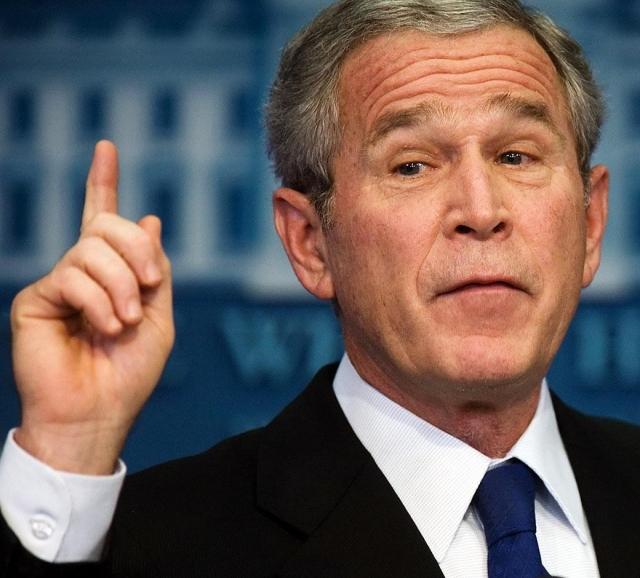 """Буш никогда не уставал доказывать всем, что он не слишком уж и умен. Правда, конечно же, сам того не желая. Однажды он принялся считать на публике: """"Один, два, три, четыре, пять, шесть, семь, пять…"""" Потом президент остановился, явно озадаченный, какая же цифра идет следующей."""