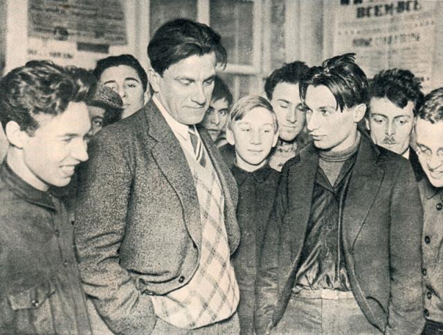 В 1930 году он организовал выставку, посвященную 20-летию его творчества, но ему всячески мешали, а саму экспозицию никто из писателей и руководителей государства не посетил.