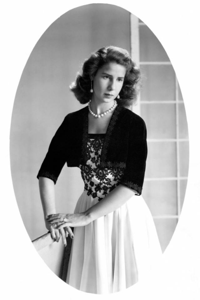 """Герцогиня де Альба , самая богатая и титулованная женщина Испании, эксцентричность которой начала проявляться в """"пенсионном"""" возрасте."""