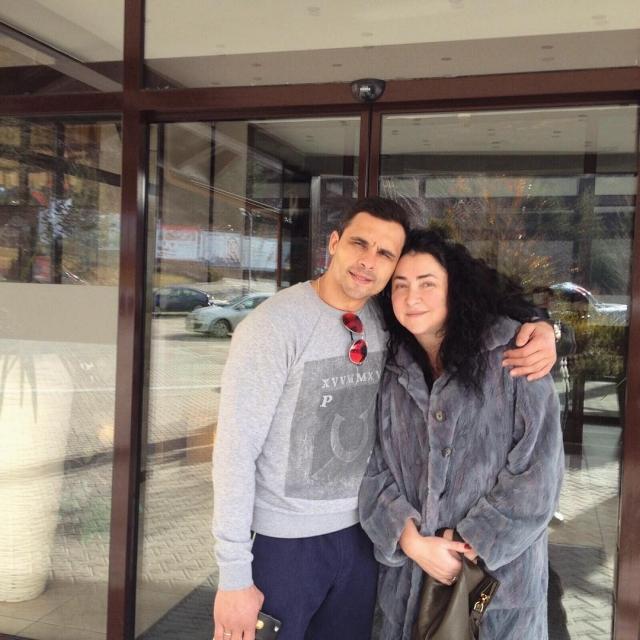 Лолита Милявская. Певица также закрутила роман с личным тренером по фитнесу. Дмитрий Иванов стал ее пятым мужем.
