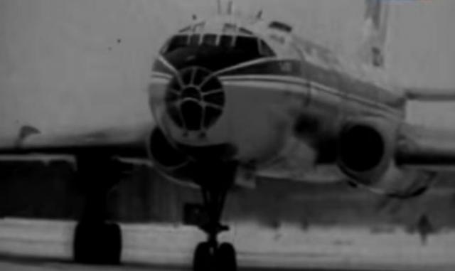 Поднявшись на высоту 45-50 метров, самолёт свалился на правое крыло, ударился о землю и взорвался.