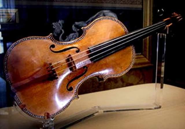 Эксперты признают, что до сих пор нет консенсуса относительно самых вероятных причин, объясняющий высочайшее качество производимых им музыкальных инструментов, скорее всего, это комбинация многих факторов, которые еще не выяснены.