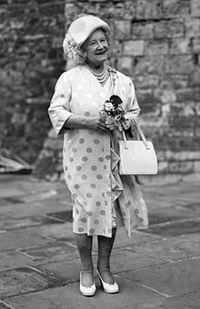 Елизавета Боуз-Лайон была уверена, что у каждого своя судьба и своя дата смерти, и никакие физические упражнения и здоровый образ жизни не спасут вас от вашей участи, будь то красный автобус, который собьет вас, поэтому жить нужно так, будто каждый день – последний.