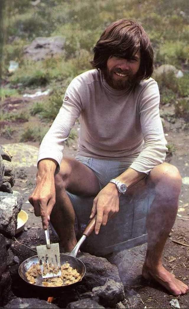 Райнхольд Месснер. 20 августа 1980 года великий итальянский альпинист Райнхольд Месснер (Reinhold Messner) совершил невозможное: он поднялся в абсолютном соло и без использования кислородных баллонов на вершину Эвереста.