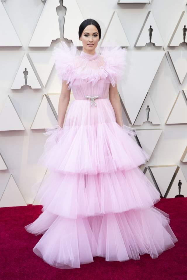 В Twitter артистку сравнили со старой куклой Барби и розовой дешевой мочалкой для душа.