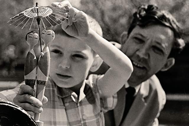 Юрий Никулин и его сын Максим. Из-за съемок и работы актер редко виделся с ребенком, поэтому использовал каждую минуту, проведенную дома на общение с ним.
