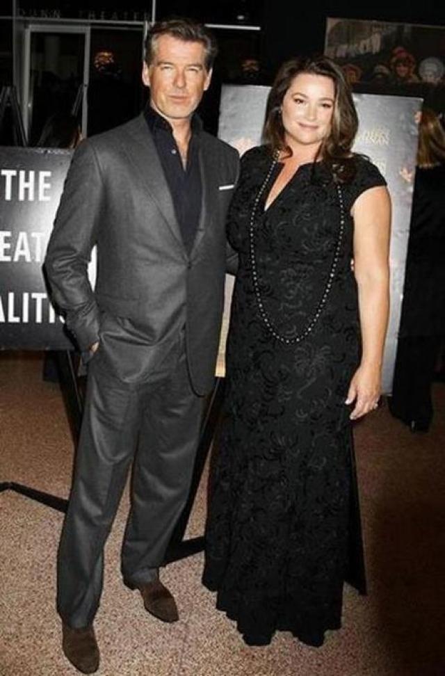 """Кили Шей Смит. Актриса с пышными формами не только не страдала от недостатка ролей, но и успела очаровать """"агента 007"""" Пирса Броснана."""