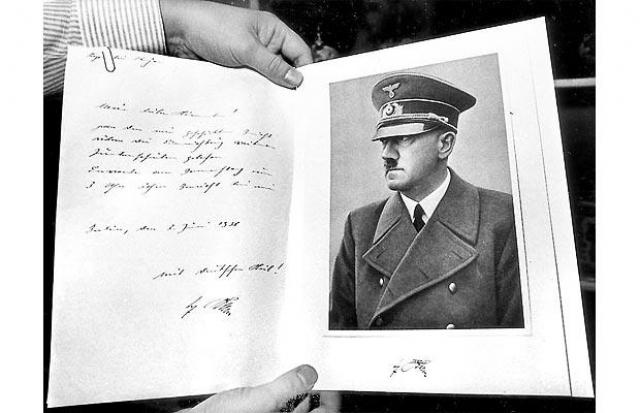 """22 апреля 1983 года немецкий журнал """"Шпигель"""" начал публикацию дневников Гитлера . Однако, после продажи дневников за баснословную сумму, их автор признался в подделке."""
