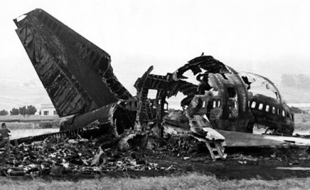 """После жарких дебатов комиссией были озвучены следующие факты: капитан """"Боинга"""" авиакомпании КЛМ неправильно интерпретировал команду диспетчера и не прервал взлет в момент доклада """"Пан Американ"""" о том, что их самолет все еще находится на взлетно-посадочной полосе."""