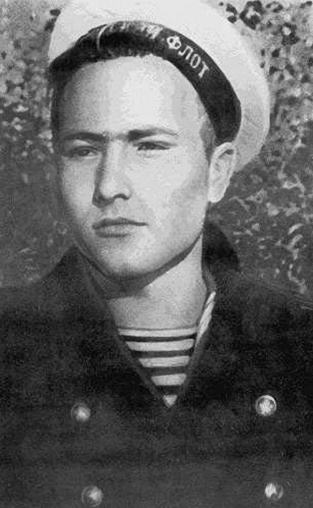 Вернувшись в родные Сростки, Шукшин сдал экстерном экзамены и поступил на работу в школу сельской молодежи в качестве учителя 5-7-х классов (преподавал русский язык и литературу) и одновременно директора.