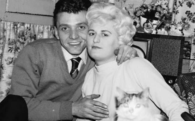 """Иэн Брэйди и Майра Хиндли. Точное число жертв """"убийц на болотах"""" осталось неизвестным, но весь ужас их истории в том, что свои садистские наклонности они удовлетворяли, пытая и убивая детей в период с 1963 по 1965 год."""