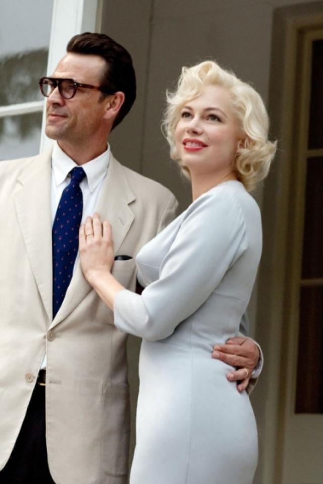 """Для фильма """"Семь дней и ночей с Мэрилин Монро"""" актриса ела одни десерты, носила корсет и отрабатывала фирменную походку секс-символа """"от бедра""""."""