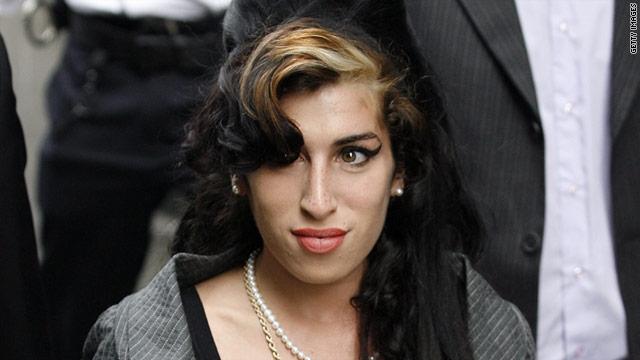 Эми Уайнхаус. Британская певица была найдена мертвой в своей квартире в Лондоне 23 июля 2011 года.