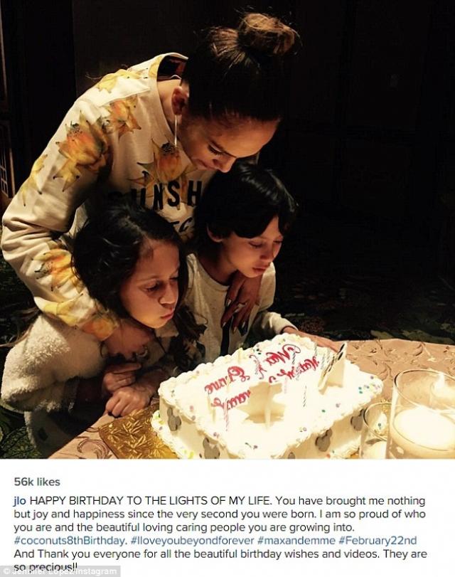 Дженнифер делится торжественными моментами, например, этим днем рождения малышей.