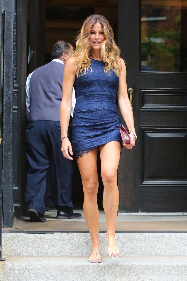 """Хелли Бенсимон. """"Реальная домохозяйка"""" любит ультракороткие наряды, как, например, это платье."""