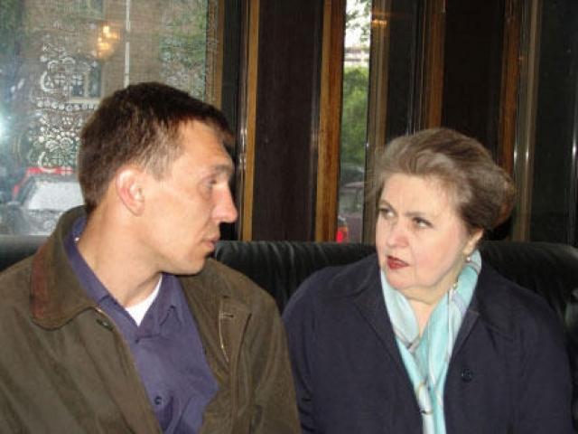Осенью 1994 года Юлия Белянчикова подверглась нападению квартирного грабителя. С тяжелой черепно-мозговой травмой она была доставлена в Центральную клиническую больницу.