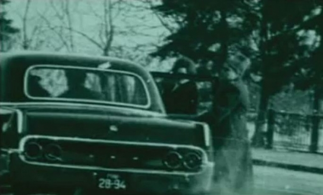 """Сотрудники КГБ сумели быстро скрутить стрелка. Заломив ему руки за спину, чекисты втолкнули преступника в черную """"Волгу"""" и быстро уехали."""