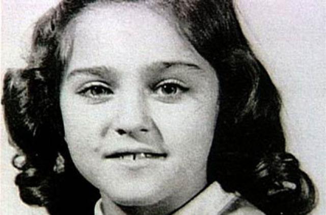 Мадонна. Детство Мадонны прошло в очень бедной и набожной семье. После смерти матери, отец женился на другой женщине, которая не уделяла внимания шестерым неродным детям.