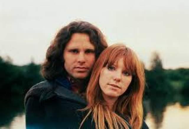 Девушка познакомилась с фронтменом The Doors в 1969 году, а в 1970 году Патриция и Джим даже обвенчались по кельтским обычаям.