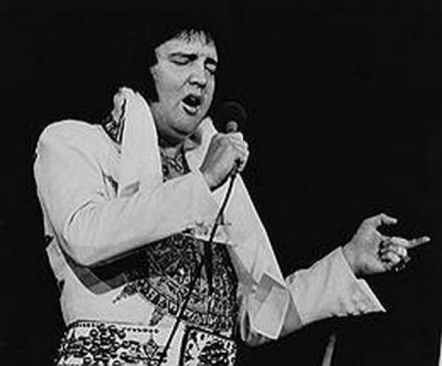 16 августа 1977 года певец в ванной своего дома. он принял двойную дозу успокоительных, так как страдал бессонницей. Эксперты подтвердили смерть от сердечной недостаточности в результате передозировки различными медикаментами.